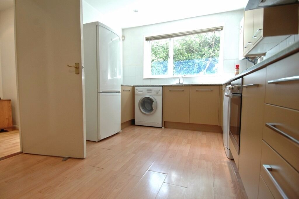 4 bedroom 2 bathroom house in Isle of Dogs, E14, furnished, rear garden, available 8th August 2017