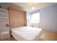 Spacious double bedroom close to the city centre.