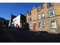 Lovely 2-bedroom ground floor flat in Abbeyhill available October