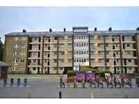 ***SHOREDITCH*** 3 BED FLAT + LOUNGE + GARDEN TO RENT FOR £2,250.00 PCM