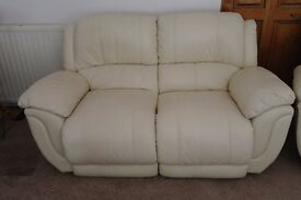 COMFORTABLE MODERN STYLE CREAM COLOURED LEATHER THREE PIECE SUITE FOR SALE IN VERY GOOD CONDITION