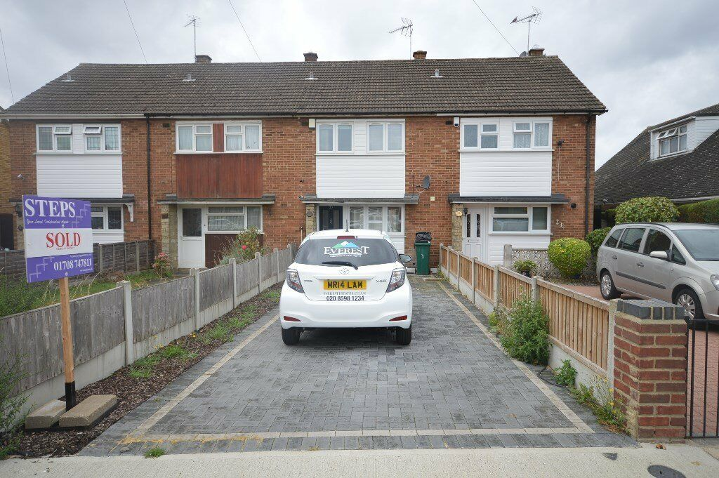 Spacious 2 bed room house in Collier row Romford on Bellevue Road