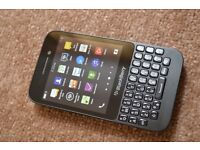 BlackBerry Q5 - Unlocked - As New - Will NOT take less.