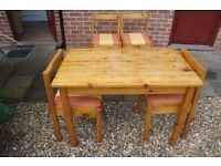 Very Nice Pine Dining Table With 4 Chairs