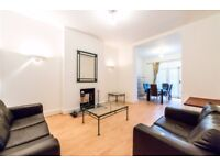 Located in the heart of Clapham Junction, is this fantastic three bedroom maisonette