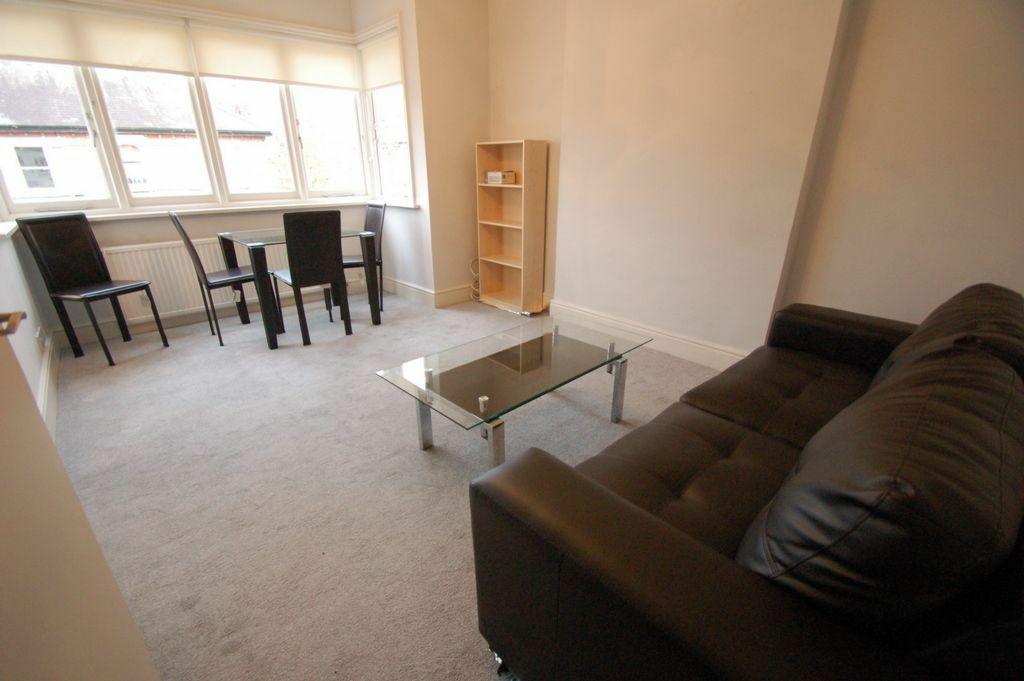 2 bedroom flat in Sunny Gardens Road, Hendon, NW4