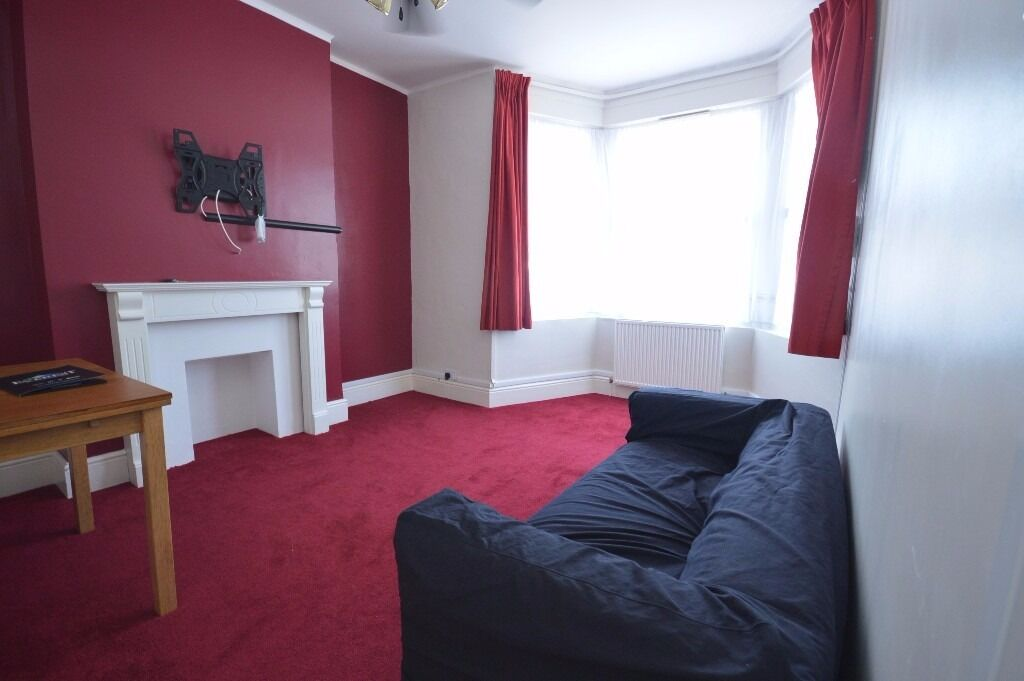 Amazing 2 bedroom 1st floor flat to rent on Dalkeith Road, Ilford Private clients only