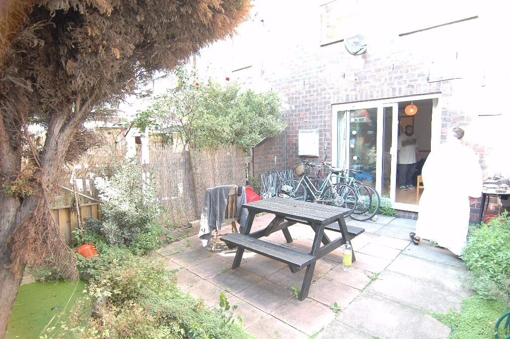 MUST SEE HUGE 4 DOUBLE BEDROOM APARTMENT IN LONDON FIELDS BETHNAL GREEN MILE END VICTORIA PARK