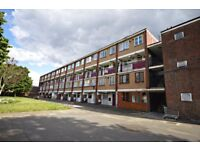 FAB 3 bedroom FULLY FURNISHED flat in Stepney E1! Call to arrange a viewing!