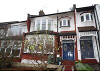 A SPACIOUS UNFURNISHED FAMILY HOME*CLOSE TO LOCAL AMENITIES*POPULAR LOCATION*LONDON N13
