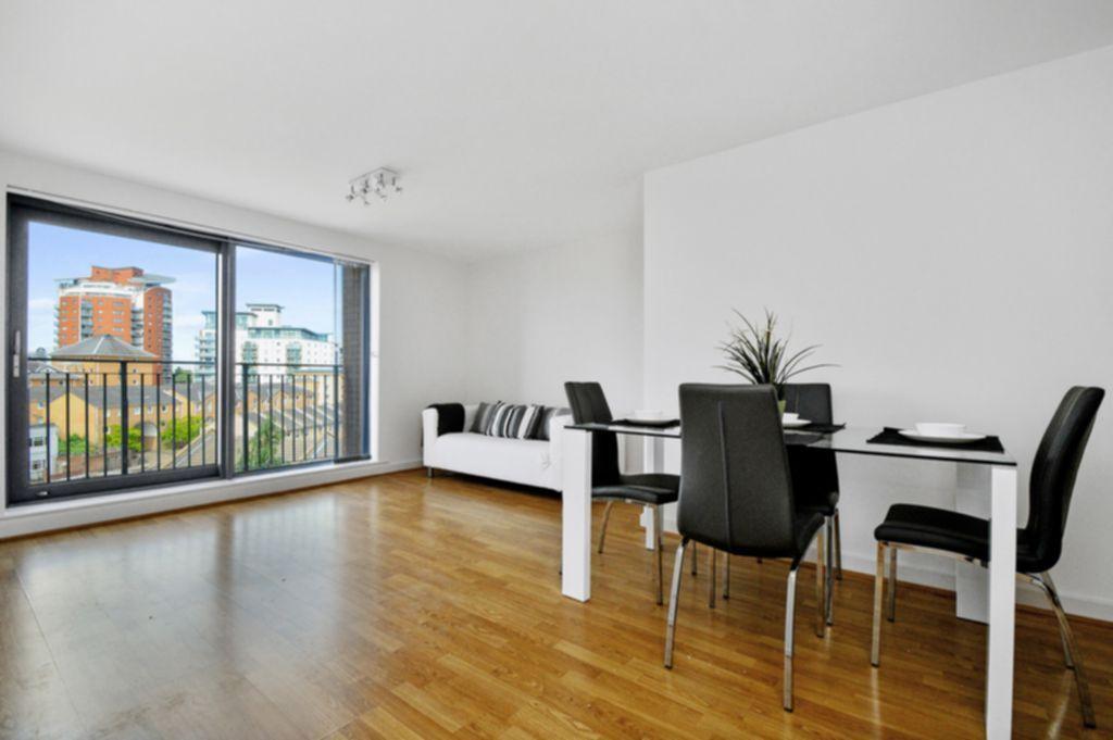 1 bedroom flat in Sherwood Gardens, London, E14