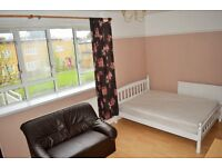 EXCELLENT LOCATION - THREE DOUBLE BEDROOM FLAT FOR RENT IN MILE END