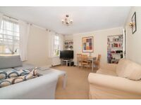 Stunning One Double Bed Period Flat Minutes to Angel, Highbury/Islington and Upper Street