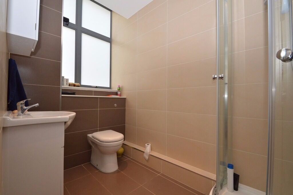 Premium quality studio close to central.. Everything you could want right next door!!