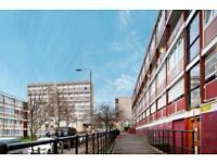 4 bedroom flat in Danebury Avenue, Roehampton, SW1