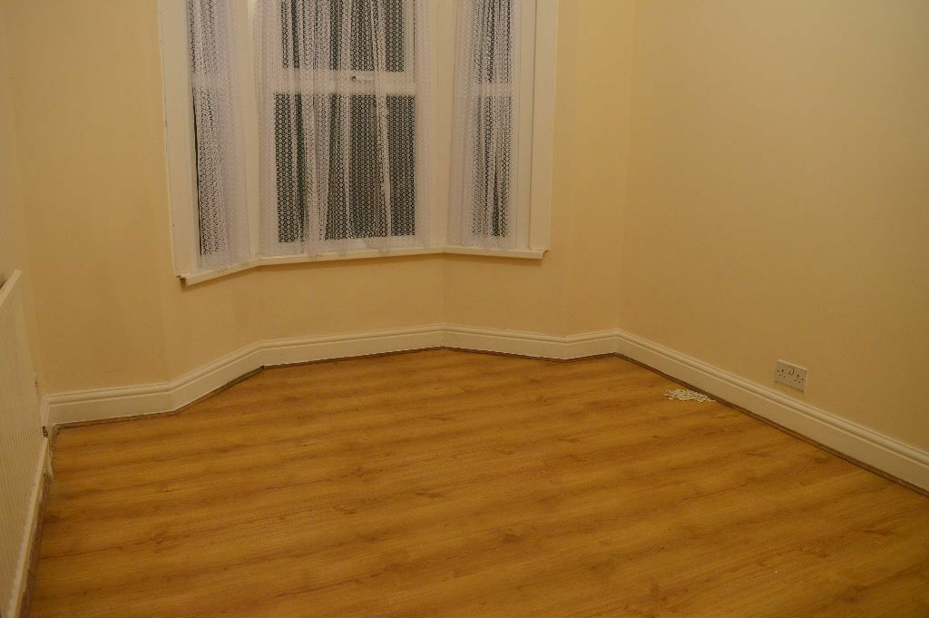 LOVELY 3 BEDROOM HOUSE NEWLY REFURBISHED ON FULBOURNE ROAD E17 AVAILABLE NOW ONLY 1750PCM