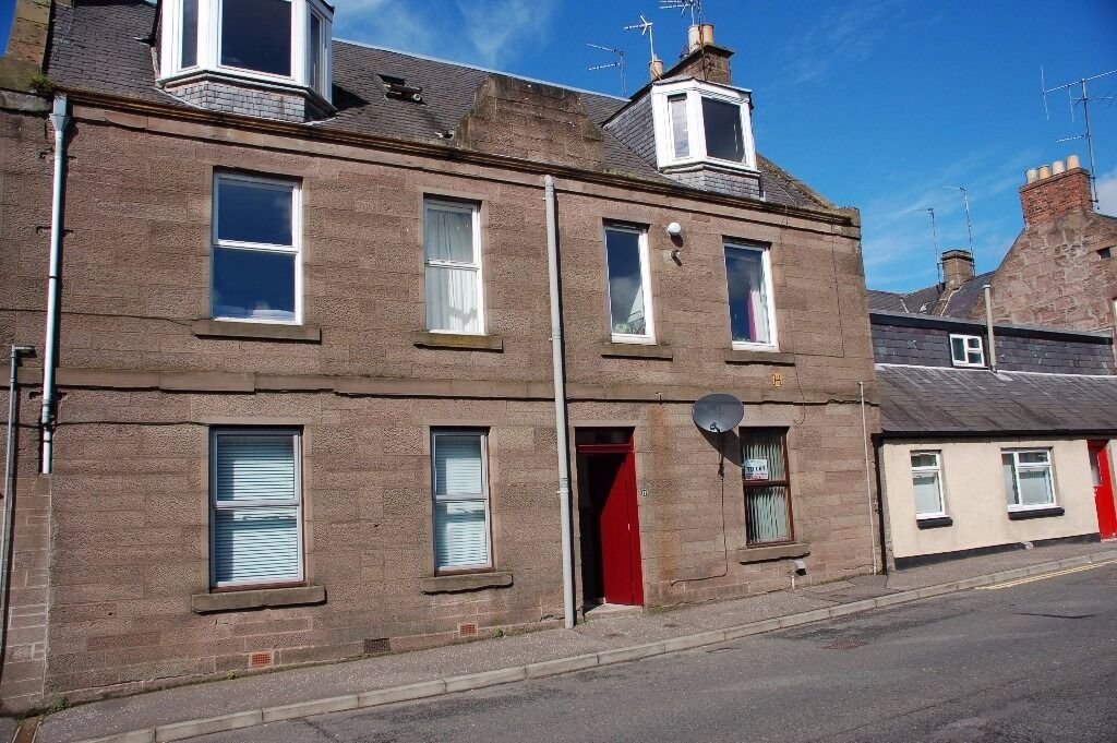 Ground floor flat in easy reach of amenities offering comfortable accommodation.