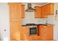 *AVAILABLE NOW* STUNNING THREE DOUBLE BEDROOM SPLIT LEVEL FLAT SHORT WALK AWAY FROM MILE END STATION
