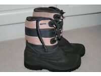 Girls snow boots size 4
