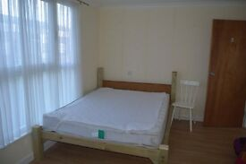 Stevenage Very spacious double room G £105 P/W including all bills an WiFi