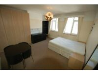 3 bedroom flat in Park Mansions, Vivian Avenue, Hendon, NW4