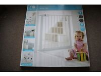 1 x Mothercare Safest Start Easy Loc Pressure Fit Safety Gate