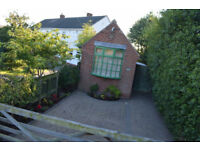 1 Bedroom/Studio Detatched Bungalow/House with off street parking. £450PCM ... TAX Band A! WOW