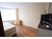 LOVELY DOUBLE ROOM AVAILABLE NOW IN CROYDON!