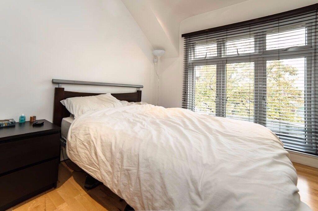 TOP FLOOR 1 BED WITH TERRACE IN LONDON BRIDGE £370PW AVB DECEMBER