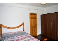 MOVE IN NOW - SPACIOUS DOUBLE ROOM AVAILABLE NOW IN THE HEART OF WHITECHAPEL