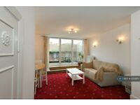 2 bedroom flat in Caledonian Road, London, N1 (2 bed) (#1130857)