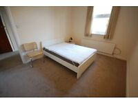 Large 2 double bedroom 1st floor flat in Chiswick, a short walk from Gunnersbury Tube.