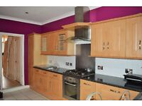 AMAZING FOUR DOUBLE BEDROOM HOUSE STONE THROW AWAY FROM SEVEN KINGS STATION, IG1