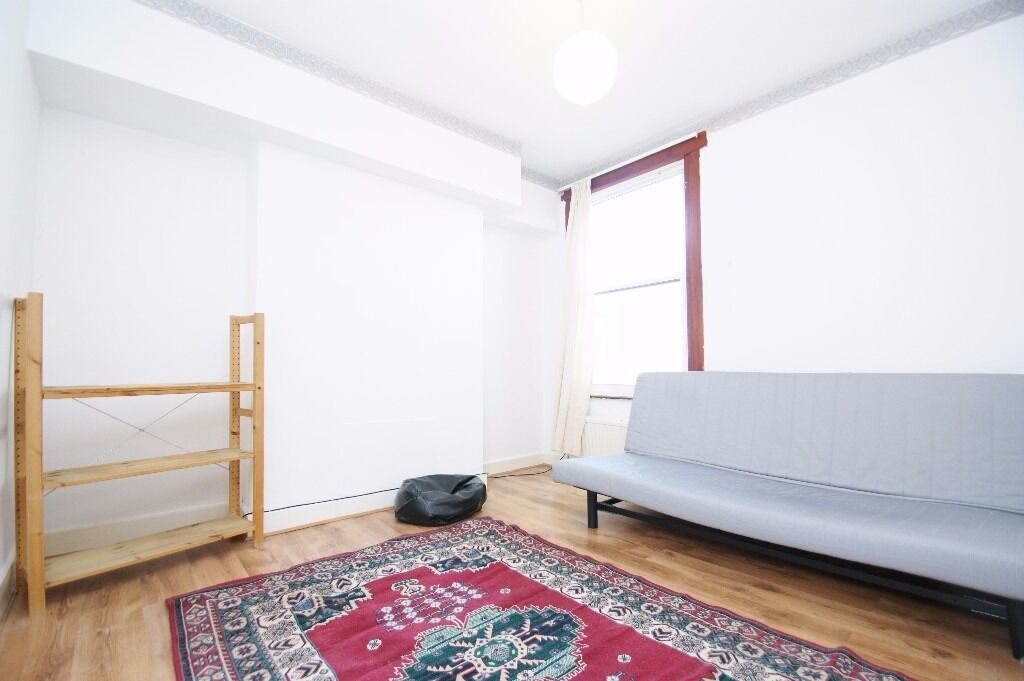 Three Bedroom First Floor Flat North Acton NW10
