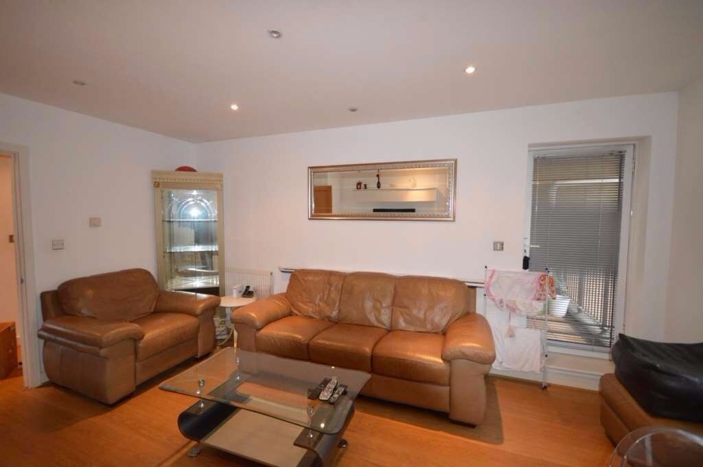 stunning two bed third floor apartment , 2mins from East india DLR station.