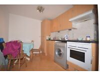 STUDENTS 17/18: Spacious 3 bed flat with broadband near Edinburgh Uni available August - NO FEES