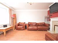5 MINS TO CANARY WHARF---TWIN ROOM!---ZONE 1---£830 PER MONTH---STUDENTS/COUPLE OK!---PETS OK