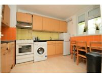 **HUGE 4 BED FLAT OVER 2 FLOORS IN STEPNEY GREEN, STUDENTS HURRY. DSS ACCEPTED**