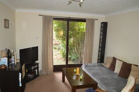 1-bedroom flat with garden and garage in North Kingston, fully furnished