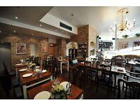 Waiter/Waitress/Cameriere-Cameriera