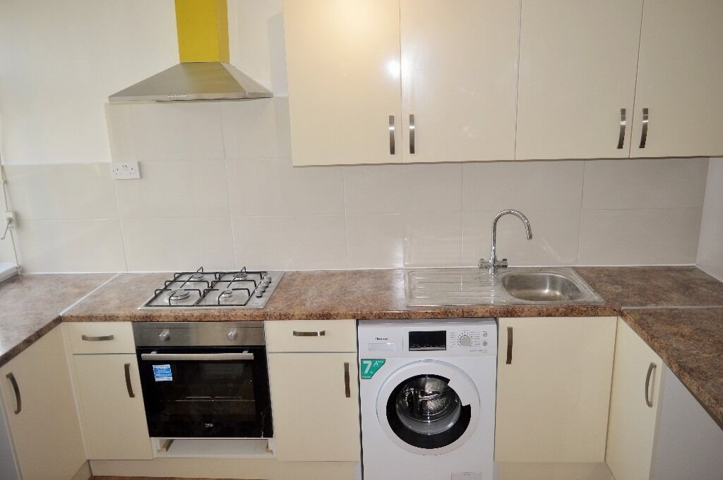 NEW REFURBISHED THREE BEDROOM FLAT FOR RENT IN LIMEHOUSE E14