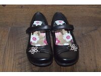 girl's black shoes size 8