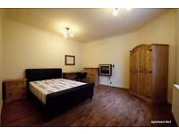 **ATTENTION PROFESSIONALS & MATURE STUDENTS** SLEEK DOUBLE ROOMS TO LET NEAR TOWN - VERY SPACIOUS