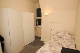 North Finchley, Spacious Single Room, Would suit Female, £400 Incl Bills, Own Toilet, Avail. Now