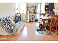 Spacious one bedroom property in Camberwell within walking distance to Oval tube - SE5