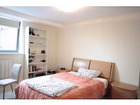 **A luxury two double bedroom, one bathroom apartment in Canary Wharf/ South Quay, E14.