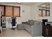 AVAILABLE NOW - ONE BEDROOM MODERN FLAT FOR RENT IN DOCKLANDS E14