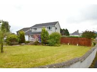 Unique Detached 4 bedroomed house with Double Garage & secluded Child Safety large walled garden