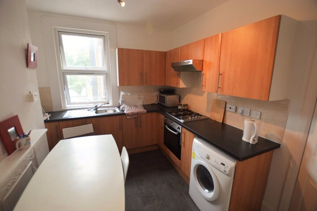 Large four / five-bedroom maisonette arranged over two floors