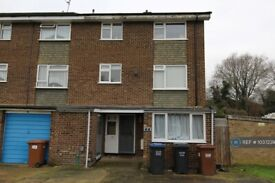 6 bedroom house in Stockbreach Close, Hatfield, AL10 (6 bed) (#1037239)